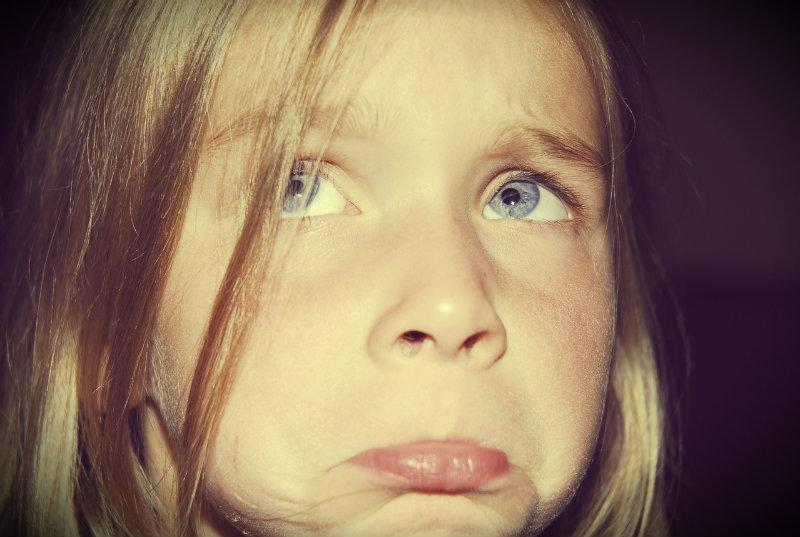 bambina triste_edit